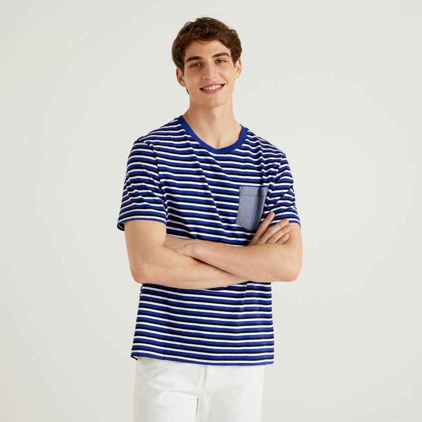 Striped t-shirt with clashing pocket
