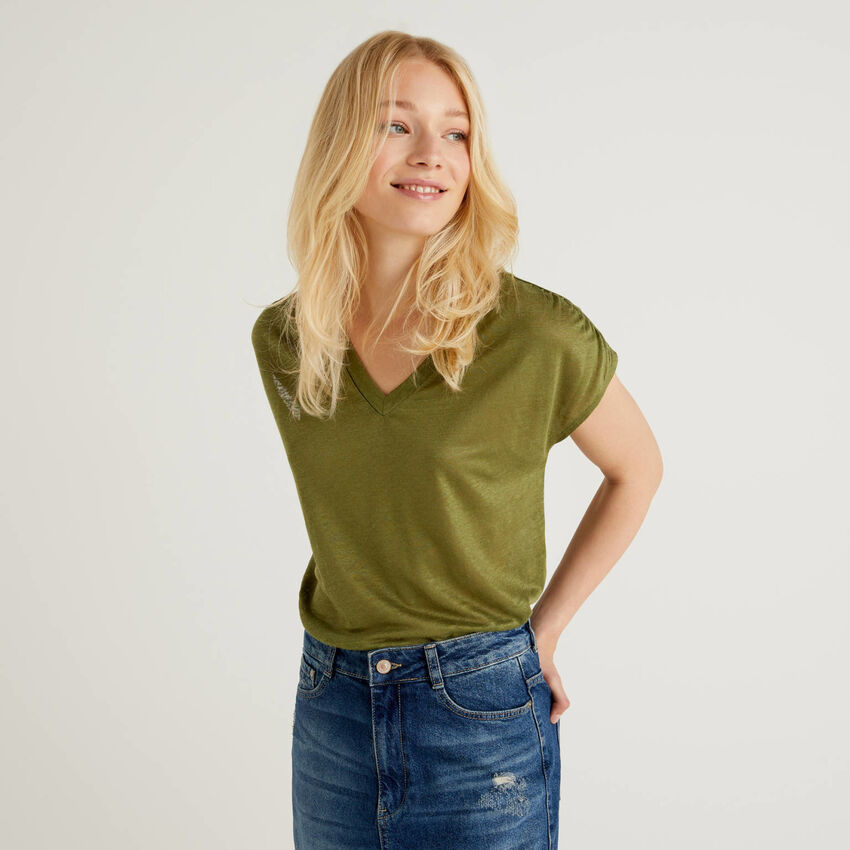 Top with V-neck in pure linen