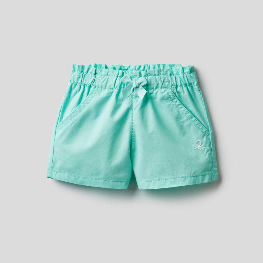 Pantalón corto con cintura fruncida