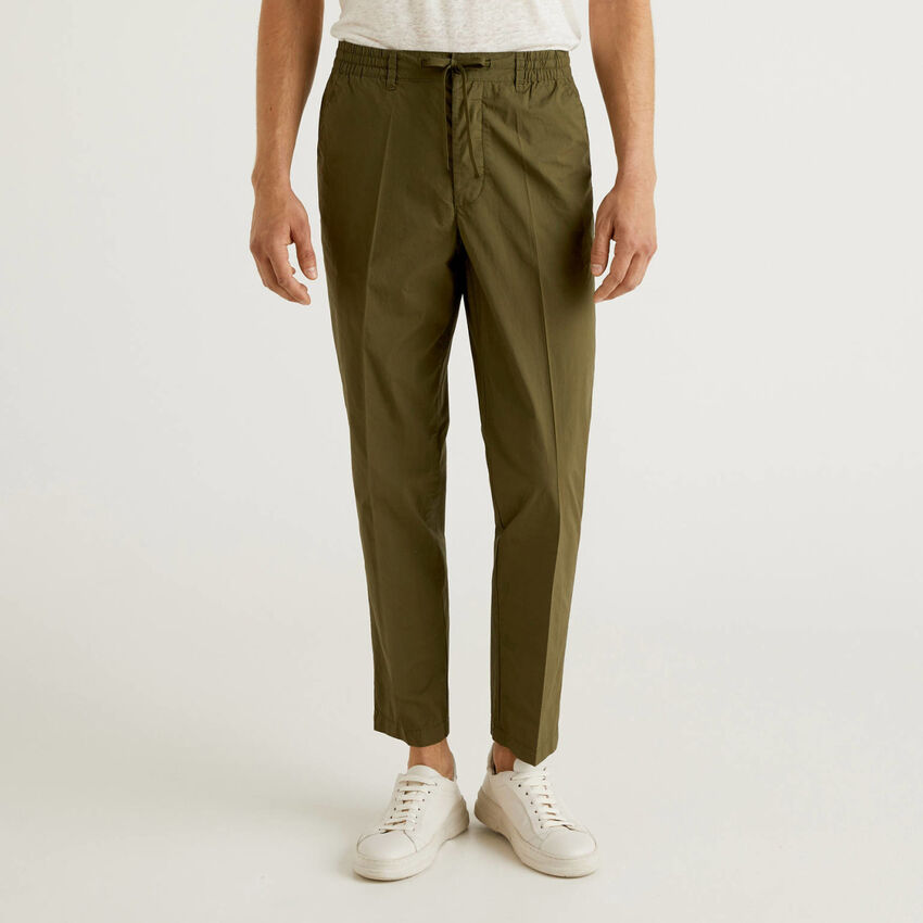 Pantalón ligero con cordón de ajuste