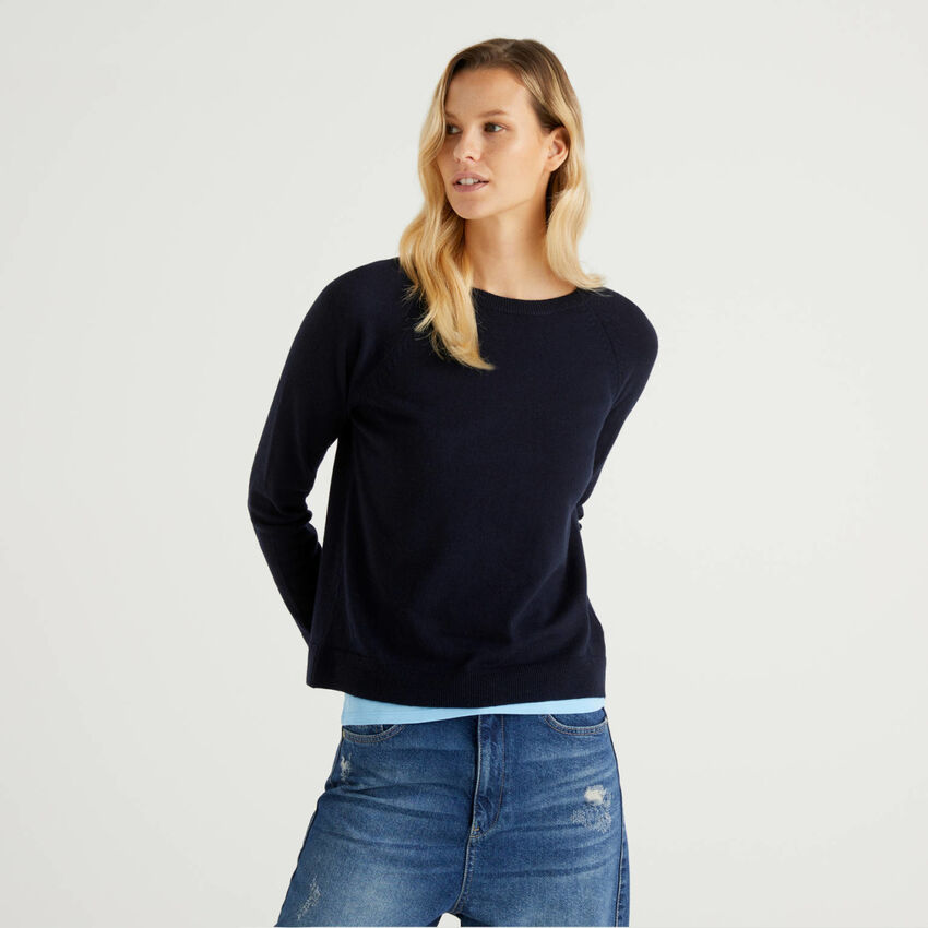 Dark blue crew neck sweater in cashmere and wool blend