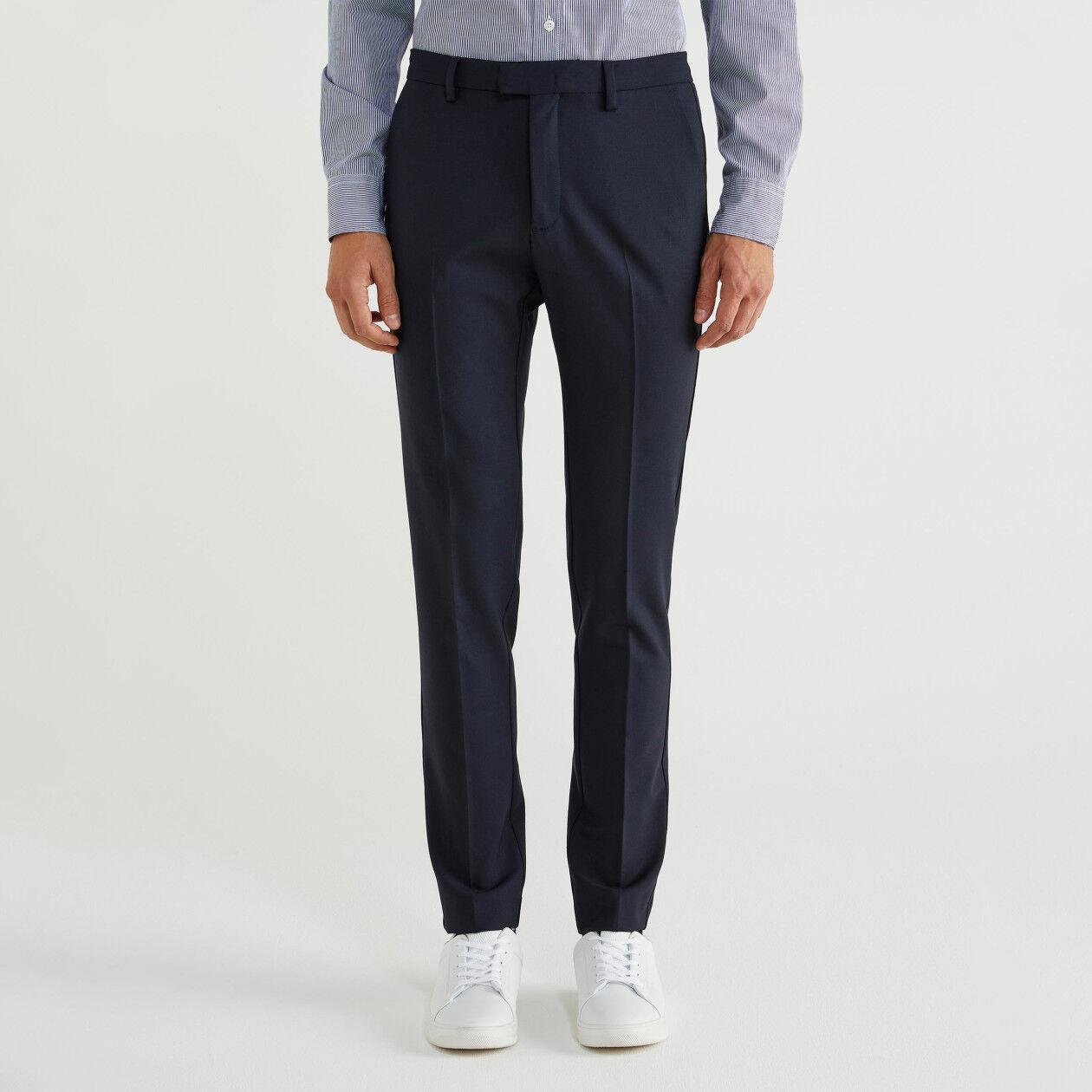 Pantalón ceñido de lana fría