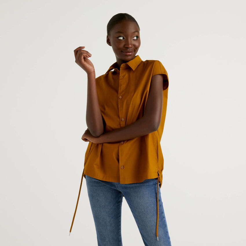 Blusa de algodón elástico con cordón de ajuste