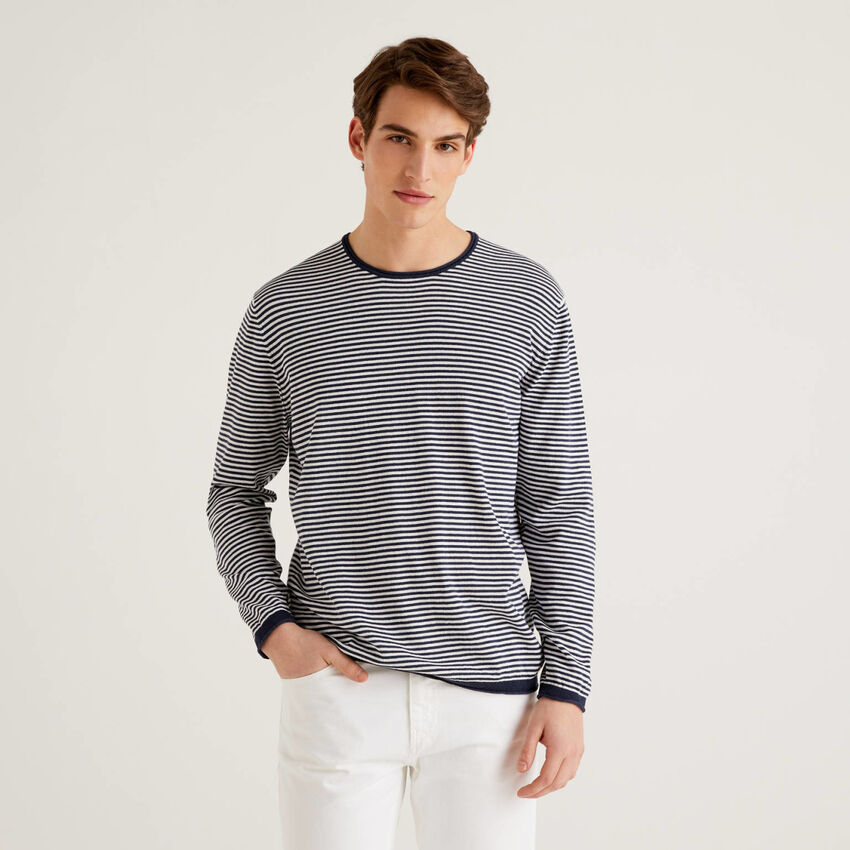 Crew neck sweater with thin stripes