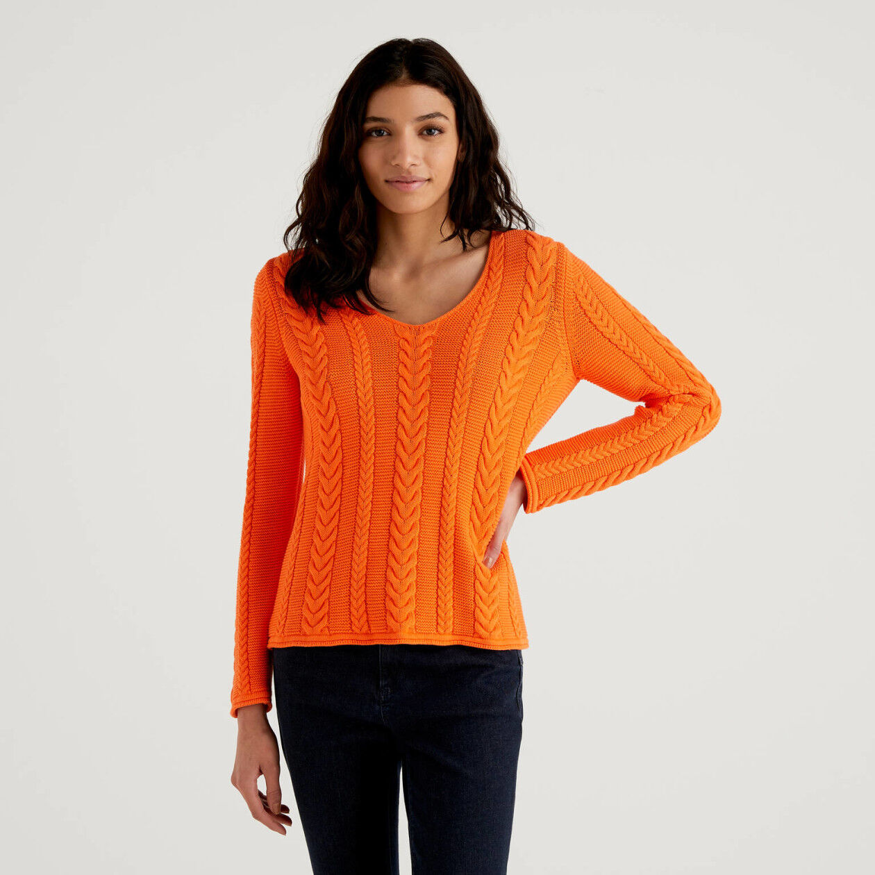 V-neck sweater with twists