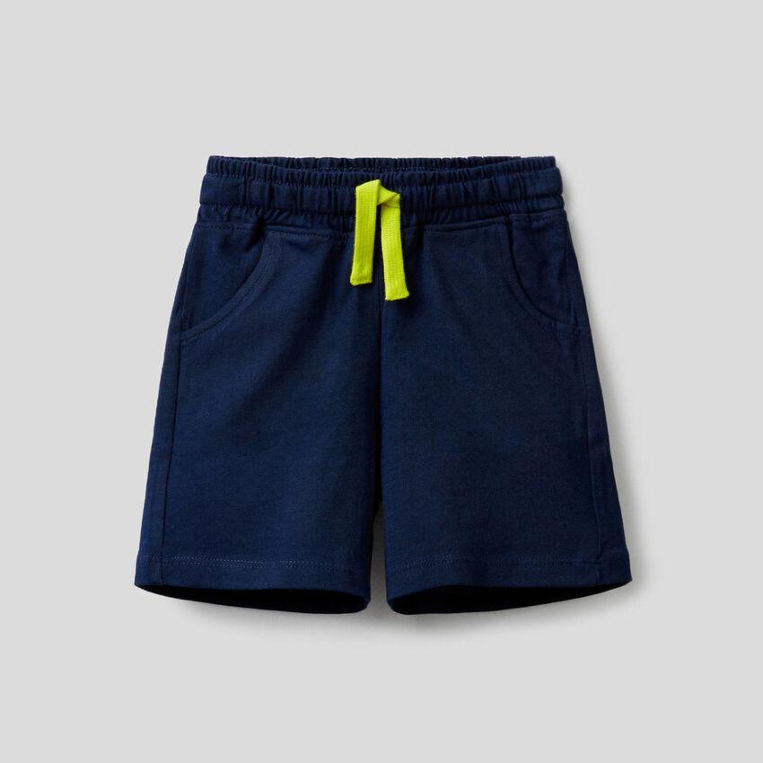 Pantalón corto de 100% algodón