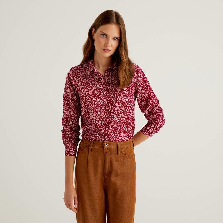 Camisa burdeos de flores de 100 % algodón