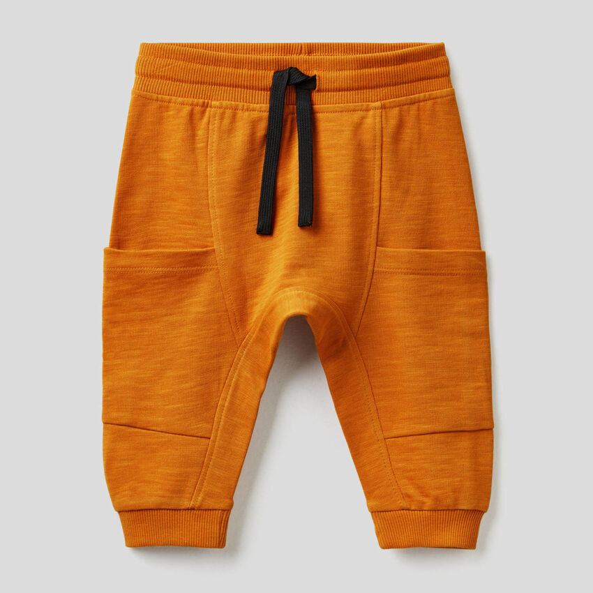 Pantalón de felpa con maxibolsillos
