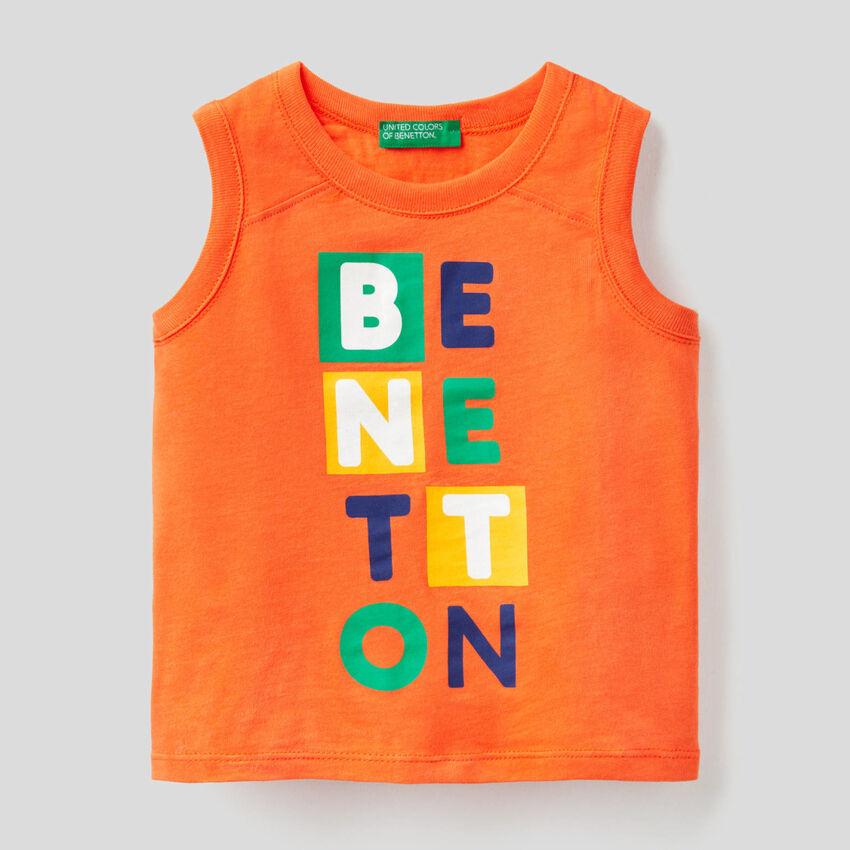 Camiseta de tirantes naranja con estampado
