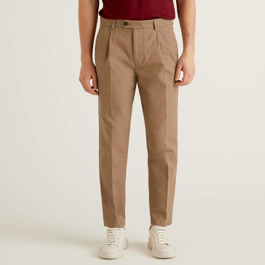Pantalón carrot fit de 100 % algodón