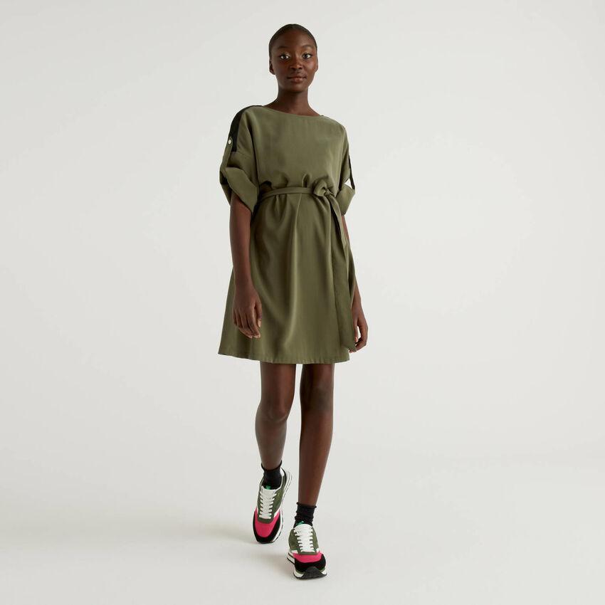 Short dress with belt