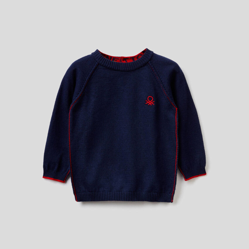 Crew neck sweater with raglan sleeves